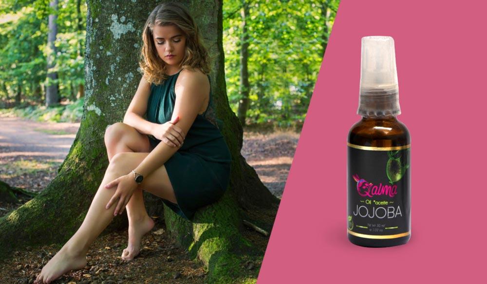 El aceite de jojoba es muy semejante al secretado por la piel humana por lo que se puede usar para proteger y lubricar la piel y el cabello, además actúa como un acondicionador natural de la misma.